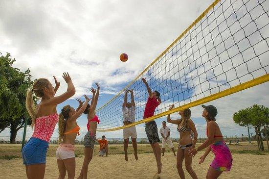 Camping Campeole La Redoute : Terrain de beach volley à 200m du camping