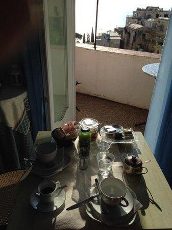 Dimora del Podesta : colazione a positano