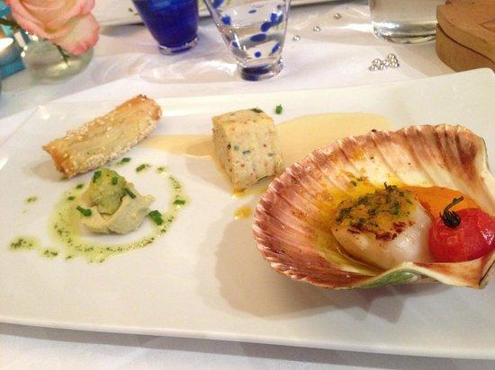L'Atre : Saint-Jacques au Jurançon, biscuit de homard et croustillant de langoustines