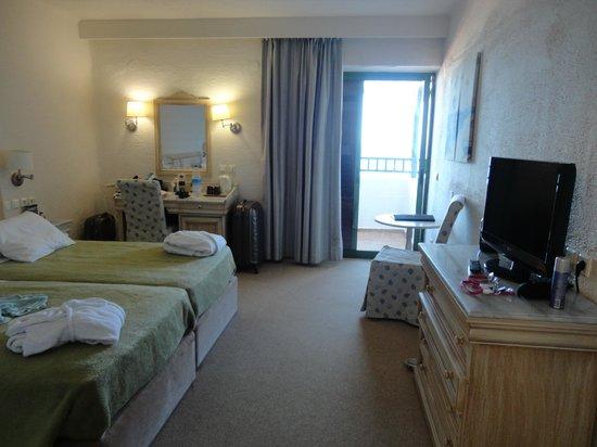 Creta Maris Beach Resort : Room interior (sea view, main building)