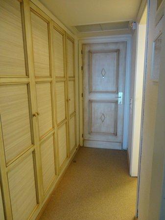 Creta Maris Beach Resort : Anteroom and the door