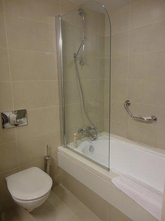 Creta Maris Beach Resort : Bathroom in the main building