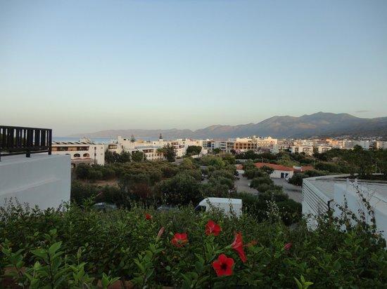Creta Maris Beach Resort : Hotel area (view from the congress center)