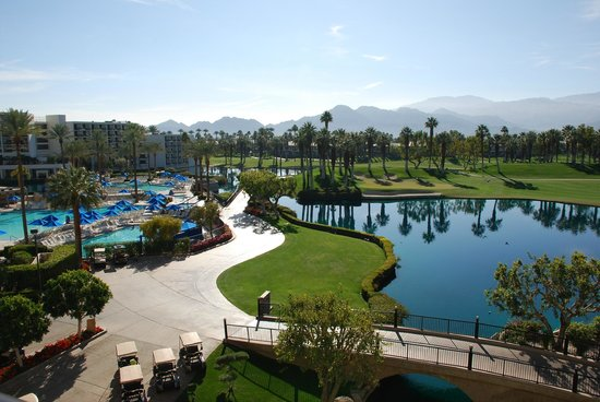 JW Marriott Desert Springs Resort & Spa: pool and golf course