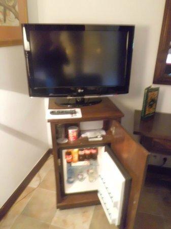 Parador de Cangas de Onís: Televisión y mueble bar