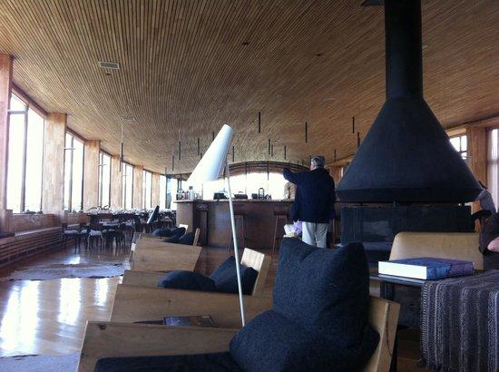 Tierra Patagonia Hotel & Spa: La sala común , junto al bar