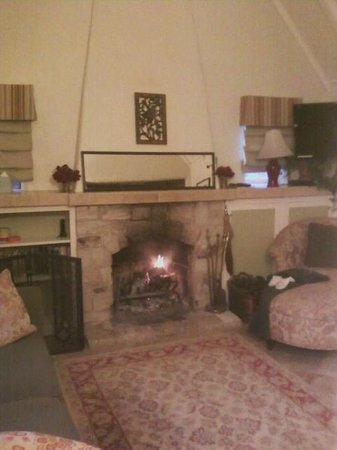 Edgemere Cottages: Wood burning fireplace inthe living area of the Rosemont
