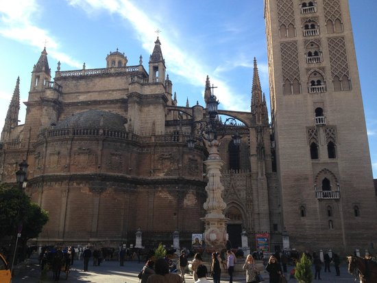 Catedral de Sevilla: View from street level