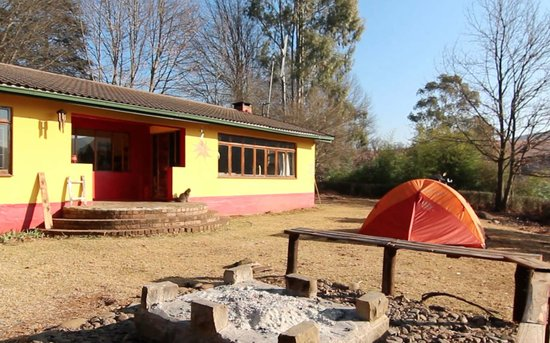 Khotso Adventure Farm: Braai, hotel and camping area