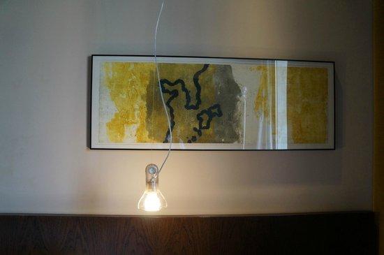 Vincci Centrum: Картина, висевшая над кроватью в номере
