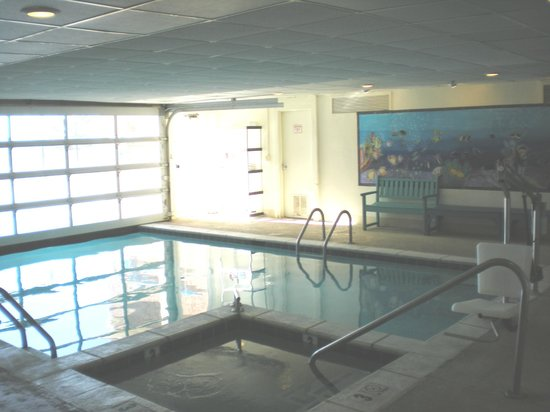 Dunes Manor Hotel & Suites : Pool & Jacuzzi