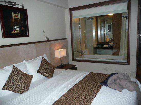 Asia Hotel: Camera con vista (sul bagno)