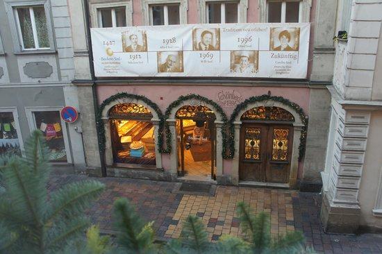 Hotel Weierich: булочная под окнами)