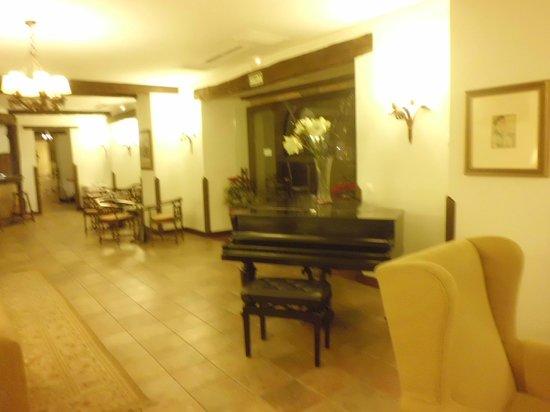 Parador de Cangas de Onís: Bar/restaurante (piano)