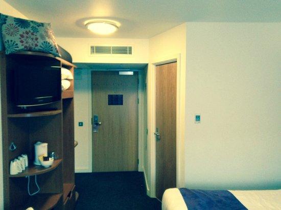 Premier Inn London Ealing Hotel: entrance room