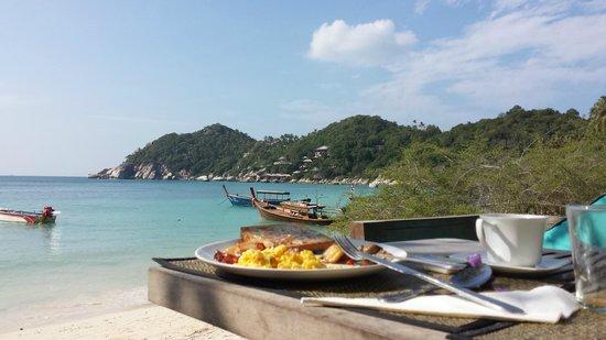 Haadtien Beach Resort: Buffet Breakfast Booth