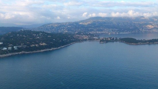Columbus Monte-Carlo : Flying by helicopter into Monaco