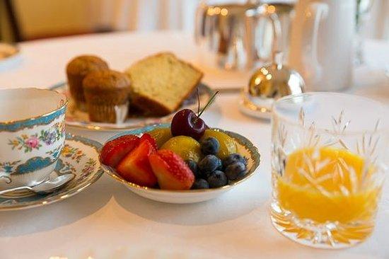 Glenegedale Guest House: A sample of breakfast