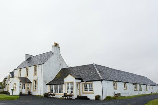 Glenegedale Guest House: View from outside.