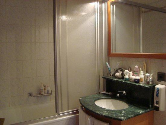 BEST WESTERN Hotel Strasbourg: Ванная комната