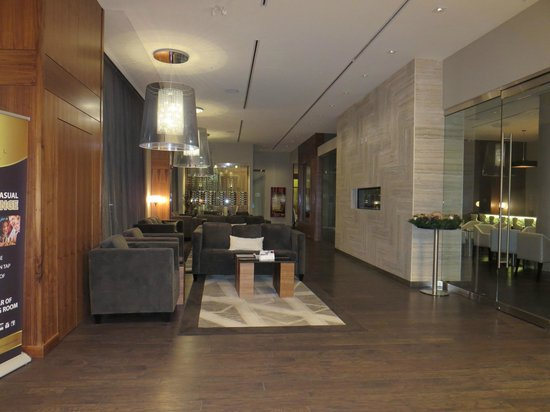 Radisson Hotel & Conference Centre Calgary Airport : Near entrance of hotel