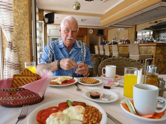 Angelina's Hotel & Apartments: hotel breakfast
