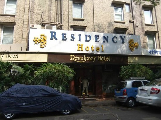 Residency Hotel: The front of the hotel