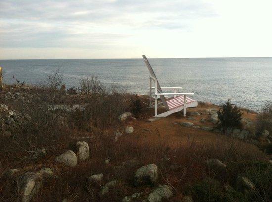 Yankee Clipper Inn: View from Ariel -What a Big Chair!