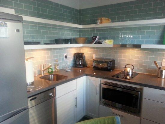 Venice Breeze Suites: kitchen