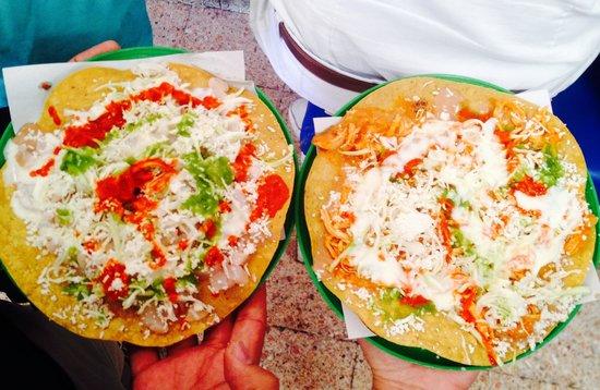 Tostadas de Coyoacan : Tostadas enoooormes
