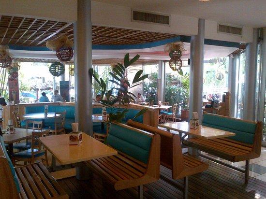 Adrian Tropical: Salón interior