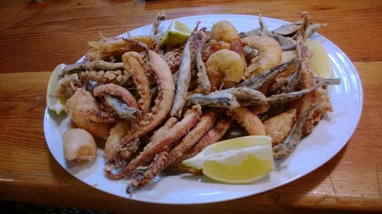 Restaurante Ladrillo II: Barco de pescado variado (1 ración).