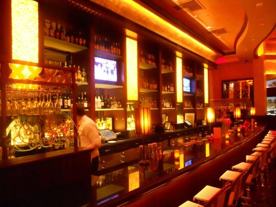 The Cheesecake Factory Bar In Big Dining Room