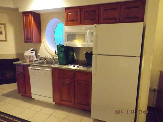 Holiday Inn Express Hotel & Suites Petoskey: King Jacuzzi Suite Kitchenette