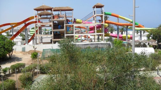 Orient Palace Hotel: Water park at the next hotel (60 Dinar for the day)