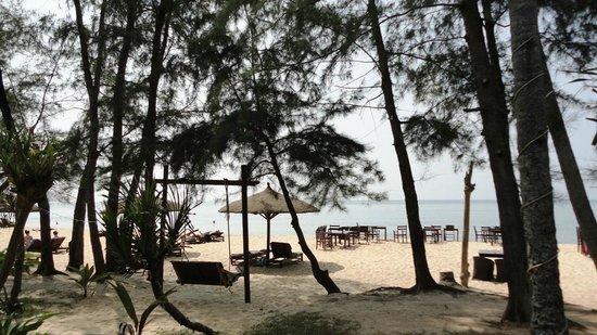 Arcadia Phu Quoc Resort: The beach from the restaurant