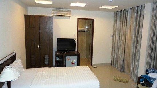 Arcadia Phu Quoc Resort: The room - fridge and television