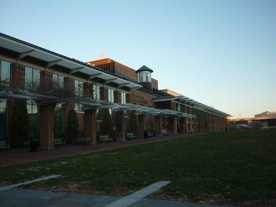 Independence Visitor Center: Visitors Center 2