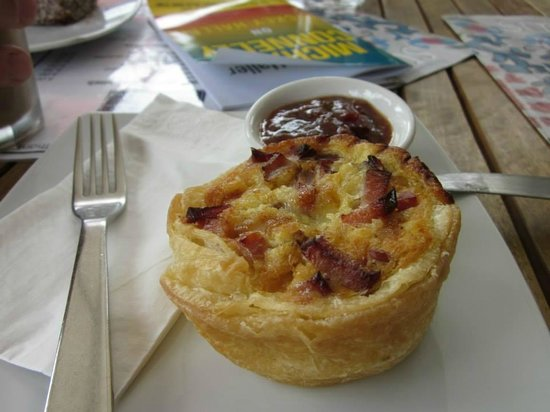 Whileaway Bookshop & Cafe : Egg and Bacon Quiche