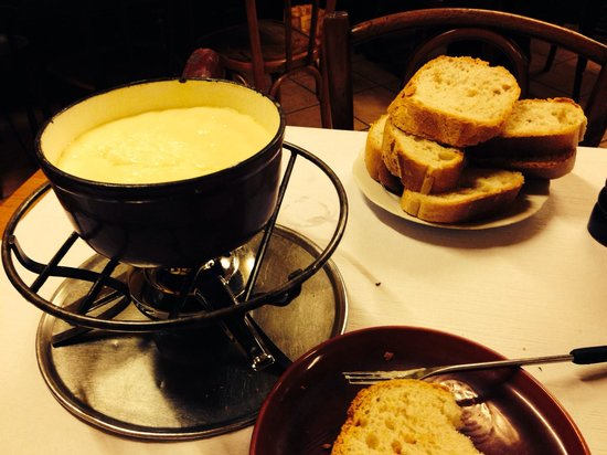 Cafe du Soleil: Fondue....off the charts good!