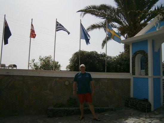 Holiday Beach Resort: при входе на территорию