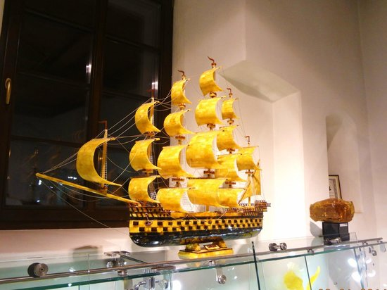 Amber Museum-Gallery (Gintaro Muziejus-Galerija): современная работа из янтаря