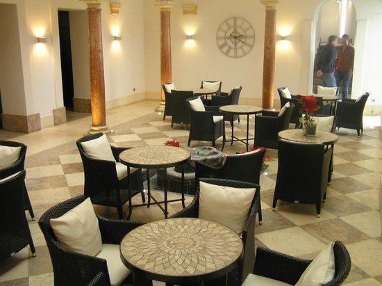 Eurostars Patios De Cordoba: internal courtyard seating area/bar