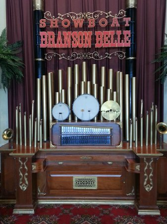 Showboat Branson Belle: The beautiful pipes of this music machine as you enter the Belle.