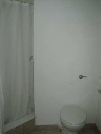 Jolly Beach Resort & Spa : Small Bathroom - Basic shower & Toilet