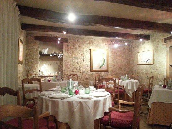 Le Clos Saint Pierre : L'une des 2 salles. ...