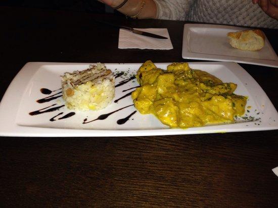 Restaurante Hornos 25: Pollo al curry con manzana y salteado de arroz
