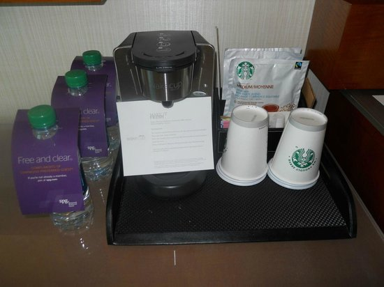 The Westin Houston Memorial City : Coffee station in the room .. daily replenished