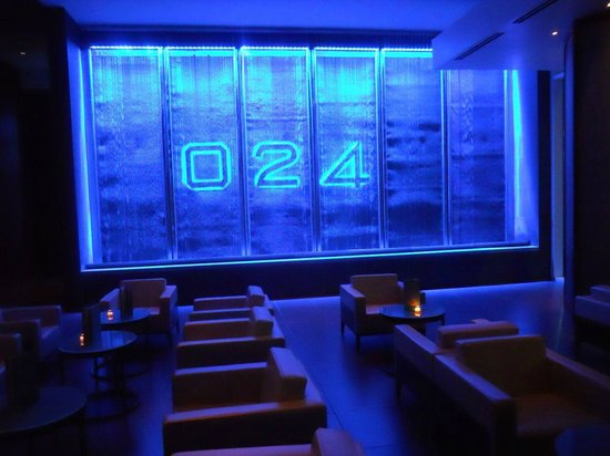 The Westin Houston Memorial City: The O24 bar ... postcode envy!