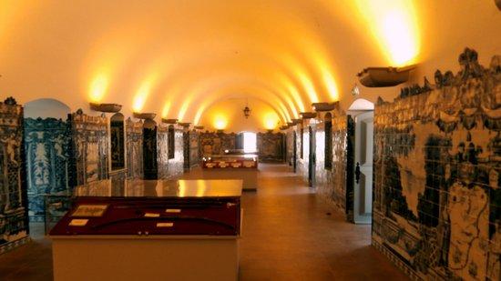 Fortaleza de Sao Miguel: Ceramic tiled room